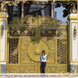 Công trình cổng nhôm đúc Tứ Quý Tùng Cúc Trúc Mai