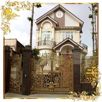 Cổng nhôm đúc hoa lá tây lâu đài