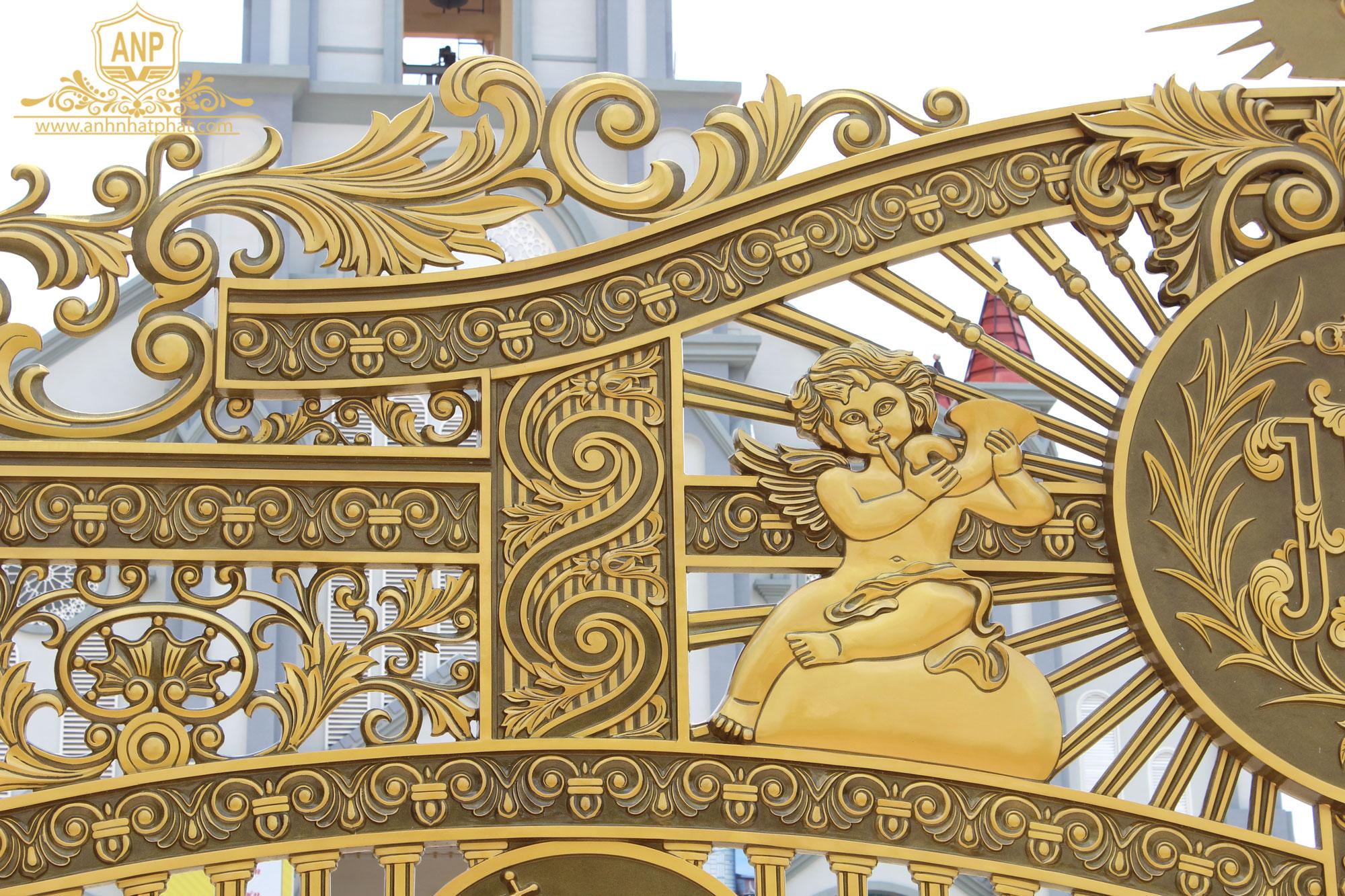 cổng nhôm đúc nhà thờ