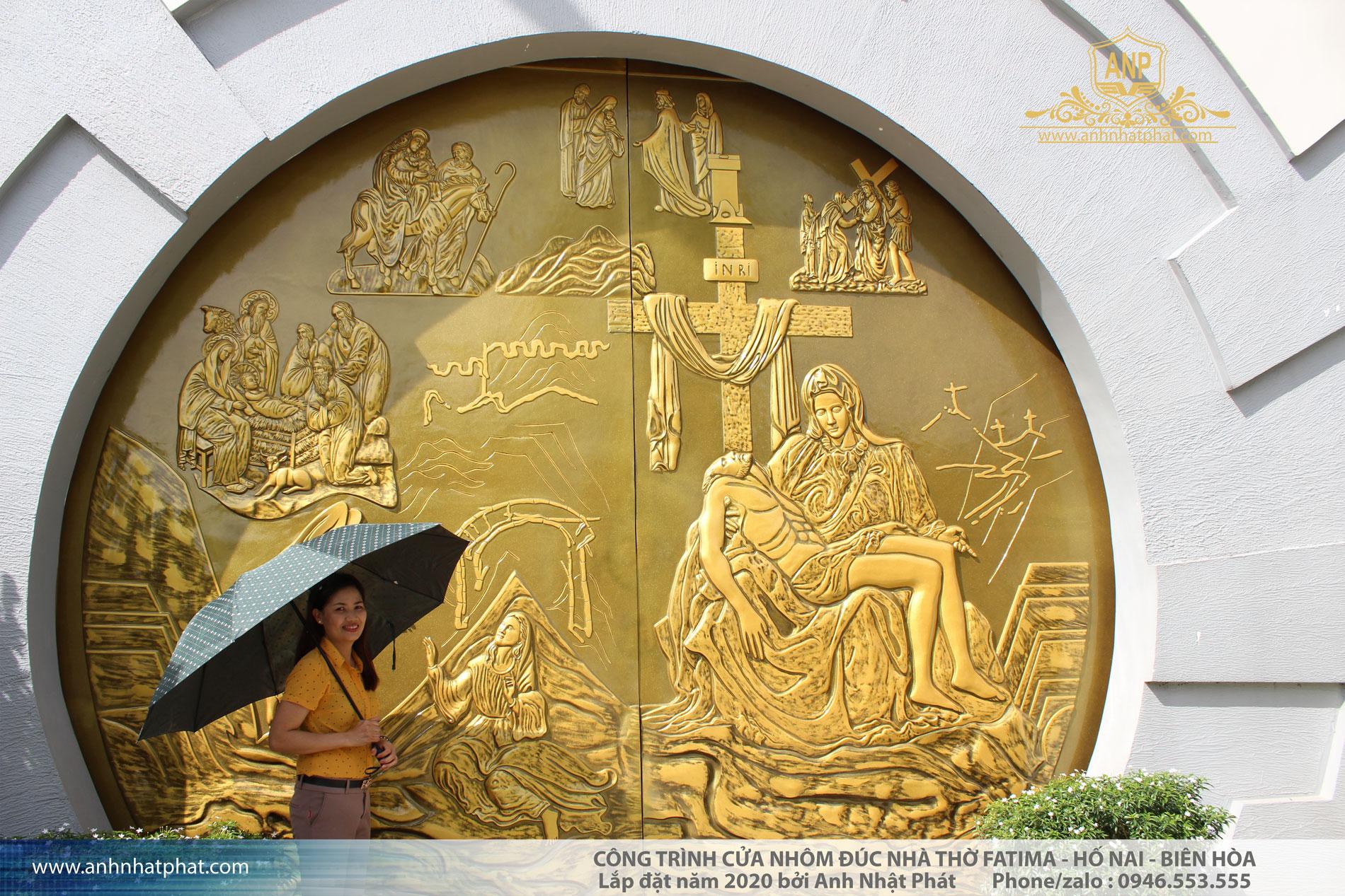 cửa nhôm đúc nhà thờ